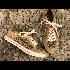 GUESS athletic shoes size 7.5 M sneakers tan